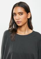 STRONG by T-Shirt Bed Co. - Ladies oversized sweat - charcoal