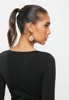 Blake - Scoop neck fitted top - black