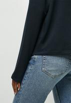 edit - Drop shoulder cut & sew top - navy