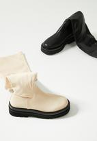 Z_Code_Z - Rylee over the knee track sole boot - bone