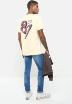 Cutty - T-shirt placement print - butter