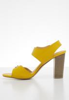 Jada - Buckle detail block heel - mustard