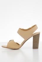 Jada - Buckle detail block heel - neutral