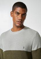 Superbalist - Block chunky crew knit - khaki & grey