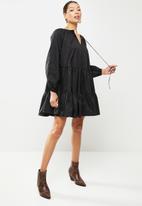 Glamorous - Volume sleeve tiered dress - black