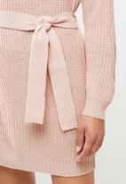 Missguided - Roll neck basic dress with belt - pink