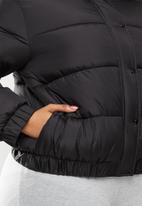 Missguided - Plus size hooded puffer jacket - black
