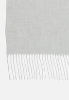 Superbalist - Knitted fringed scarf - grey