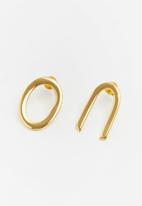 Lorne - Paired earring - gold