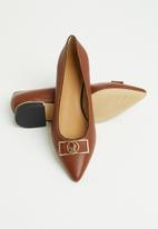 POLO - Bella leather polo pointed pump - brown