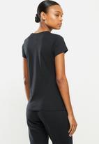 New Balance  - Essentials stacked logo tee - black