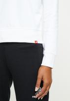 New Balance  - Essentials stacked logo crew - white