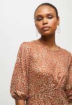 edit - 3/4 sleeve curved waist knit midi - rust