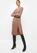VELVET - Ribbed midi bodycon dress with thigh-high slit - cognac