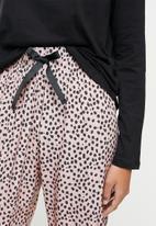 Superbalist - Sleep long sleeve fitted top & pants - black & pink
