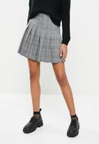 Blake - Pleated tennis skirt - black & white
