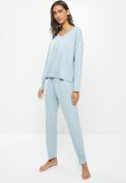 Superbalist - V-neck sleep top & pants set - light blue