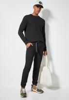 Superbalist - Osaka tapered utility pant - black