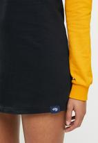 Aca Joe - Colourblock crew terry dress - mustard & black