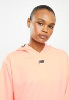 New Balance  - Relentless hoodie - coral