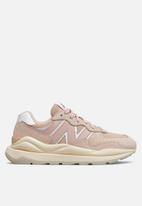 New Balance  - 5740 - light pink (986)