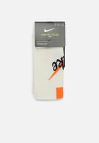 Nike - Nike multiplier socks - cream