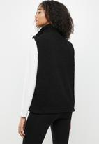 Cotton On - Into the trees vest - black