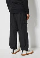Superbalist - Carson tapered cargo pants - black