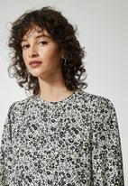 Superbalist - Long sleeve tiered dress - black & white