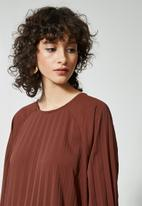 Superbalist - Pleated trapeze dress - brown