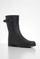 Hunter - Refined texture block boot short - black & navy