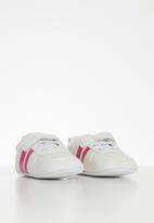 POP CANDY - Baby girls velcro strap soft sole shoes - white & pink