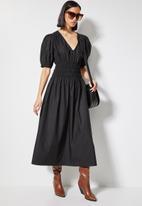 Superbalist - V-neck shirred waist dress - black