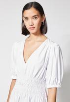 Superbalist - V-neck shirred waist dress - white