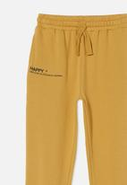 Free by Cotton On - Mason trackpant - honey gold/happy