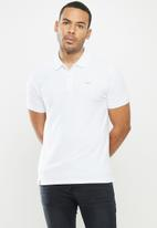 urban° - Mens urban small logo golfer - white