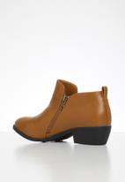 Jada - Western side zip ankle boot - dark tan