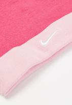 Nike - Nhn simple swoosh hat & bootie - pink