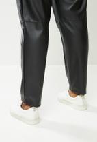 Me&B - Plus leather jogger pant - black