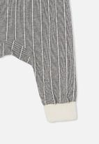 Cotton On - Charlie trackpant - charcoal stripe