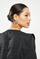Missguided - Bold shoulder blouse - black