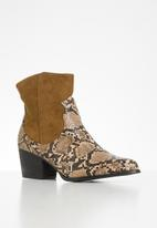Seduction - Western ankle boot - brown