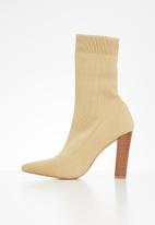 Missguided - Stacked heel knitted pointed toe ankle boot - beige