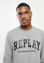 Replay - Replay embossed logo crew fleece - grey