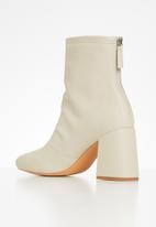 Missguided - Faux leather block heel sock boots - cream