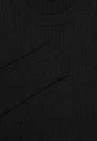 Superbalist - Slim fit ribbed crew neck knit - black