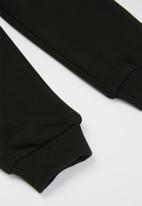 PUMA - Ess logo pants - black
