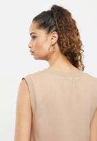 Blake - Sleeveless cropped vest - brown