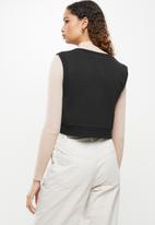 Blake - Sleeveless cropped vest - black