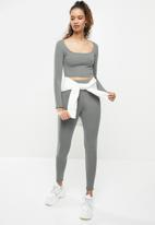 Blake - Scoop neck fitted crop top - charcoal
